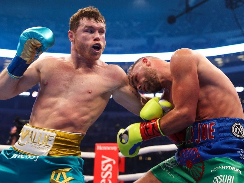 Canelo Alvarez Stops Billy Joe Saunders To Unify Boxing's Super Middleweight Titles | Boxing News