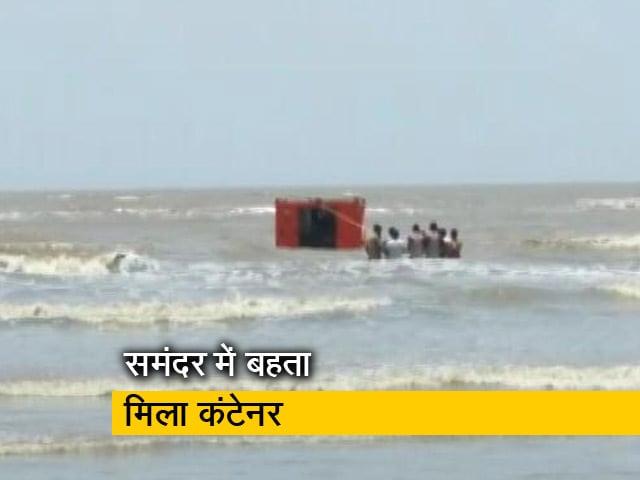 Video : ताउते तूफान थमने के बाद गुजरात की समुद्री सीमा पर मिला कंटेनर