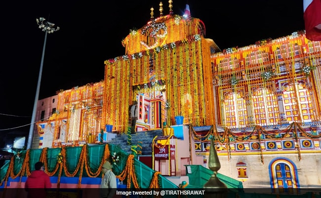 Badrinath Temple News: Watch Badrinath Temple Reopens Amid COVID-19  Guidelines