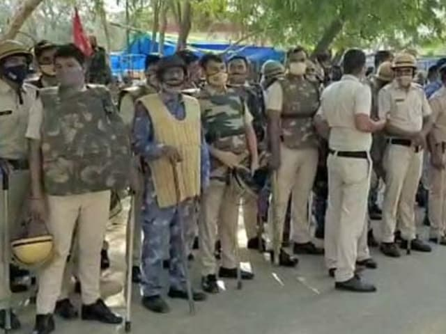 Video : 3,000 Riot Cops Called Into Haryana's Hisar To Block Farmers' Protest