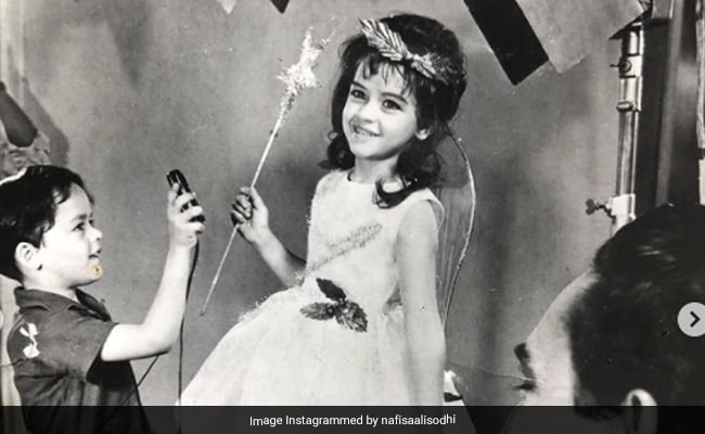 The Little Fairy In This Pic Is Now 64. Any Guesses Who The Actress Is?