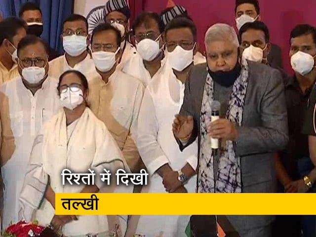 Video : ममता बनर्जी और राज्यपाल के बीच शपथ ग्रहण के दौरान दिखी तल्खी