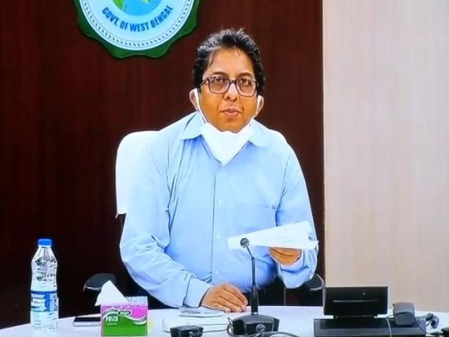 Video : Bengal Officer Caught In Mamata Banerjee-Centre Clash Gets Notice