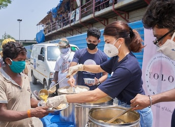 COVID-19: Jacqueline Fernandez Steps Up To Serve Meals To The Needy