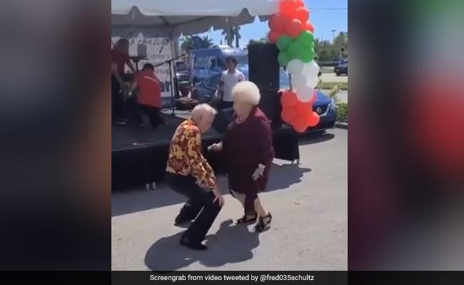 elderly-couple-dancing-on rock music-proves-that-age-is-just-a-number people loves it see viral video – बुजुर्ग पति-पत्नी ने रॉकिंग म्यूजिक पर किया धमाकेदार डांस, लोग बोले- 'उम्र नहीं दिल जवां होना चाहिए'