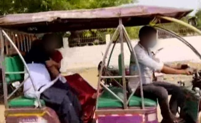 UP Woman Forced To Carry Covid+ve Husband's Dead Body In E-Rickshaw