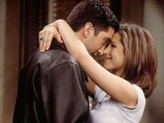 """<I>F.R.I.E.N.D.S</i> Reunion: Twitter Is In Ross-Rachel Meltdown After Jennifer Aniston, David Schwimmer Say They """"Crushed On Each Other"""" IRL"""
