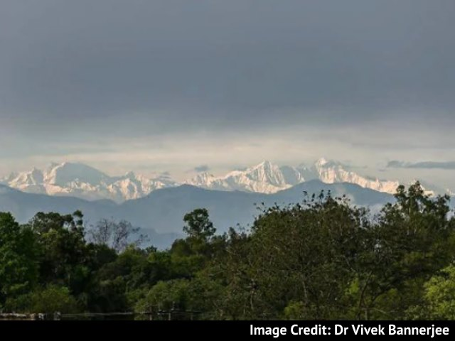 Video : Himalayas Seen From UP Town For Second Consecutive Year, Pics Are Viral