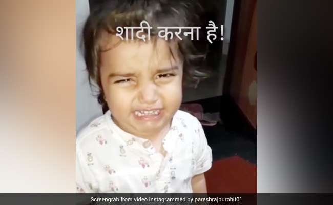 पापा के पास आकर छोटी बच्ची बोली- 'शादी करना है', मना किया तो 'दहाड़' मार-मारकर रोई - देखें मजेदार Video