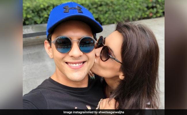 What Aditya Narayan Wrote On His Wife Shweta Agarwal's Loved-Up Post