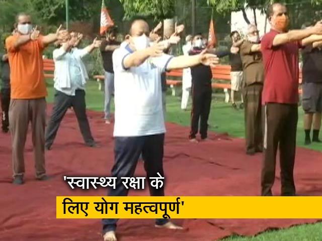 Video : योग दिवस: स्वास्थ्य मंत्री डॉक्टर हर्षवर्धन समेत कई केंद्रीय मंत्रियों ने किया योग