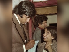 """Amitabh Bachchan's Fan's Smile Says It All In This Old Pic. """"Now, It's Just An Emoji,"""" He Writes"""
