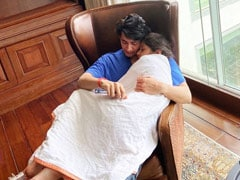 """In Mahesh Babu And Namrata Shirodkar's House, """"Cuddles Early Mornings Is A Must."""" See The Actor's Pic With Daughter Sitara"""
