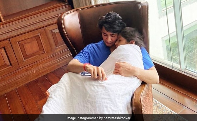 In Mahesh Babu And Namrata Shirodkar's House, 'Cuddles Early Mornings Is A Must.' See The Actor's Pic With Daughter Sitara