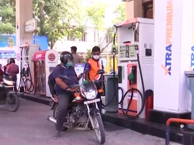 Video: Petrol, Diesel Prices Unchanged On Tuesday; Hover At Fresh Highs