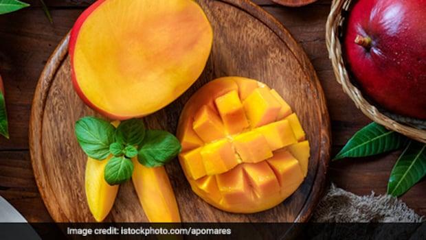 Believe It Or Not: This Tree In Uttar Pradesh Bears 121 Varieties Of Mangoes