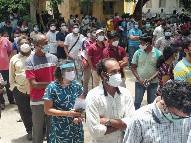 Video : Huge Crowd At Vaccination Centre For Foreign-Bound Students In Telangana