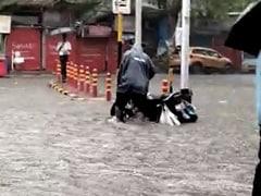 मुंबई में भारी बारिश से निचले इलाकों में पानी भरा, मौसम विभाग ने रेड अलर्ट जारी किया