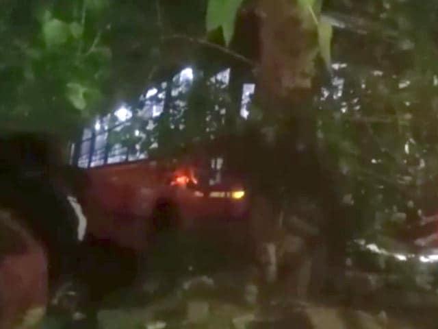 Video : 1 Dead, 4 Injured As Delhi Transport Bus Rams Traffic Police Booth