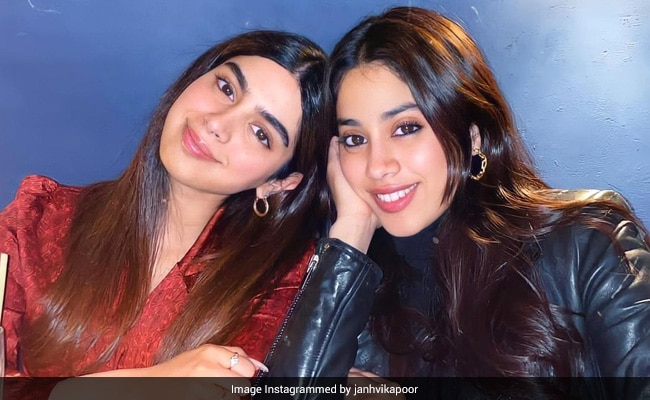 Here's An Actual ROFL Moment From Janhvi And Khushi Kapoor's Workout Diaries