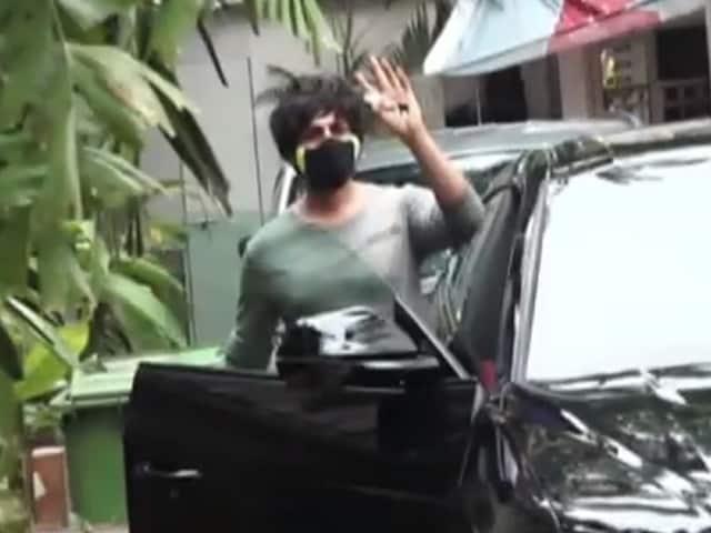 Video : Catching Up With Kartik Aaryan