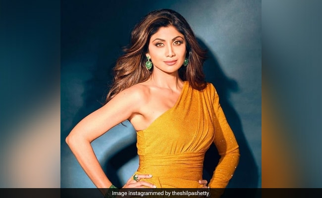 Shilpa Shetty Celebrates Birthday With Scrumptious Cakes And Lots Of Pizza!