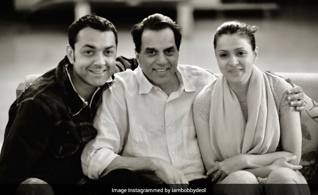 How Adorable Is This Pic Of Dharmendra With Son Bobby Deol And Daughter-In-Law Tanya?