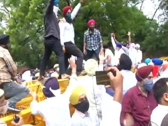 """Video : Sikh Groups Protest """"Kidnapping, Conversion"""" Of Women In J&K"""