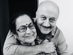 """""""You Are Loved By Everybody"""": Anupam Kher's Adorable Birthday Wish For Mother Dulari"""