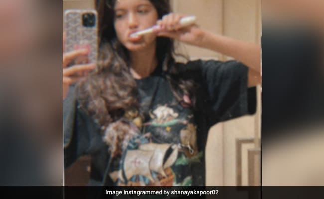 'Who Looks Cute While Brushing?' The Internet Thinks 'Only' Shanaya Kapoor Does