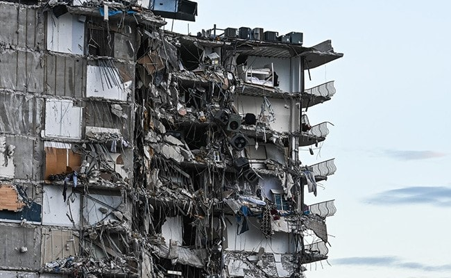 One Dead, Dozens Unaccounted For In US Apartment Block Collapse
