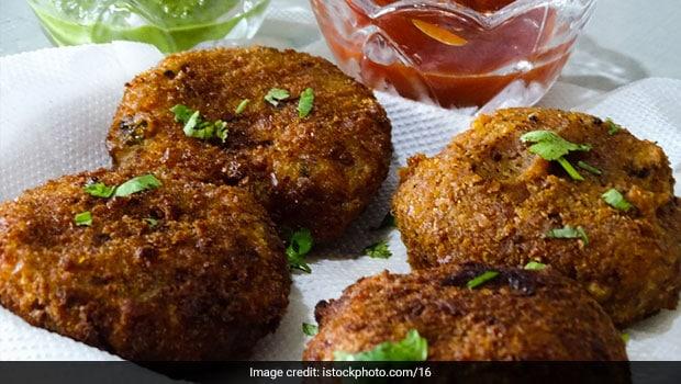 Cheesy Rava Cutlets Recipe: Try Crispy Rava Cutlets To Enjoy Rainy Days