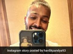 """Daddy's Boy Always With Daddy"": Hardik Pandya Flaunts His Phone Cover In Mirror Selfie"