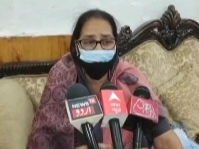"""Video : """"Girls Shouldn't Get Mobiles"""": UP Women's Commission Member On Rape Cases"""