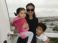 """Namrata Shirodkar Is """"Holding On To Tiny Memories"""" In This Throwback"""