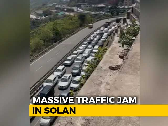 Video : Video: Massive Traffic Jam As Hundreds Of Cars Line Up To Enter Himachal