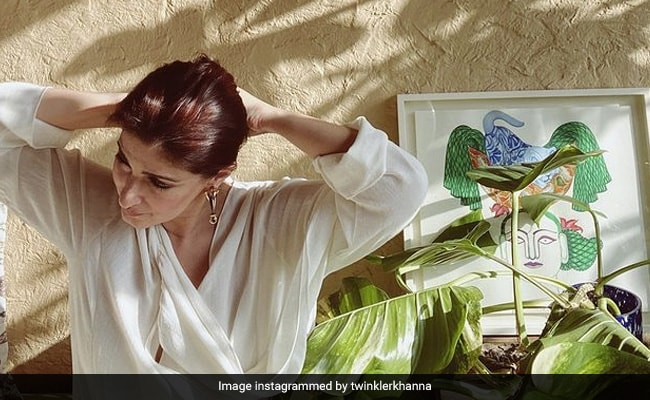 """If """"Letting Go"""" Is An Art, Then Twinkle Khanna Is The Artist. Read Her Post Here"""