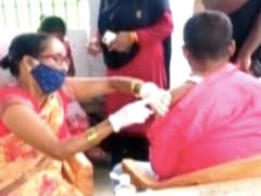 """On Camera, """"Empty"""" Syringe Used To Vaccinate Man in Bihar"""