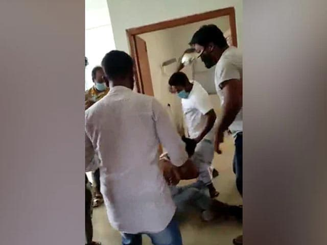 Video : Caught On Camera, Horrific Assault Of Doctor By Family Of Covid Victim