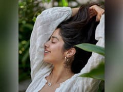 Nothing To See Here, Just Janhvi Kapoor Being Her Usual Stunning Self