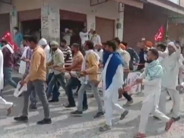 Video : Haryana Farmers March On Police Station In Showdown Over Spat With MLA