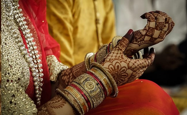 Uttar Pradesh Bride Calls Off Wedding As Groom Fails To Read Newspaper Without Glasses