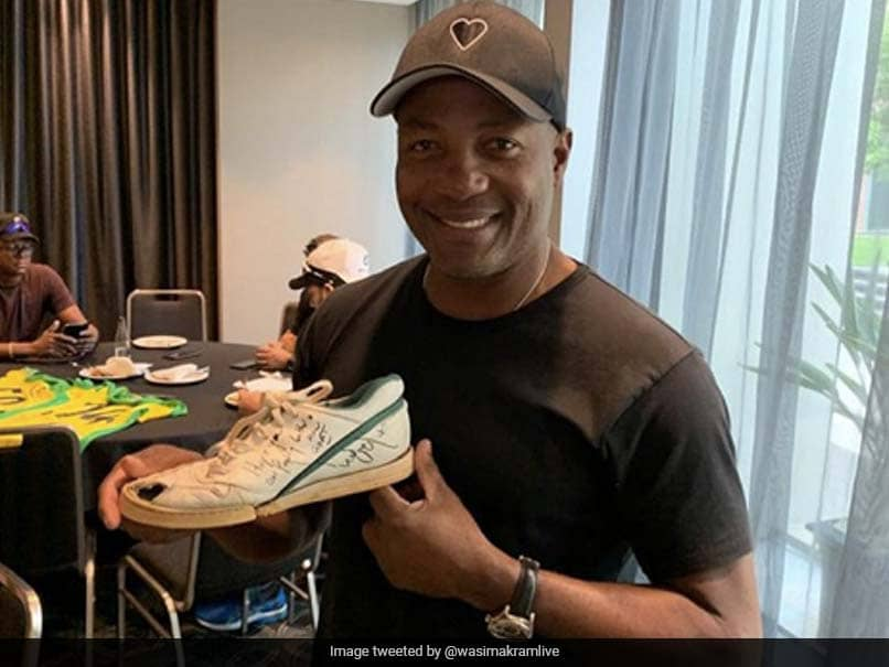 """""""Hold A Grudge Much?"""" Wasim Akram Tweets To Brian Lara. Heres Why"""