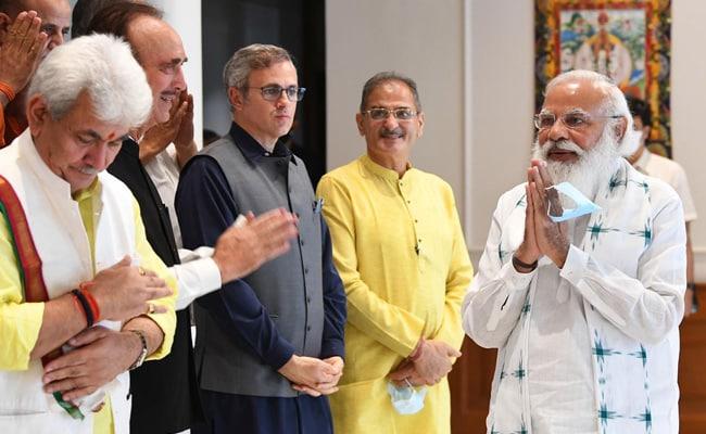 PM, मोदी, जम्मू-कश्मीर बैठक में बोले, दिल्ली की दूरी के साथ दिल की दूरी भी हटाना चाहते हैं