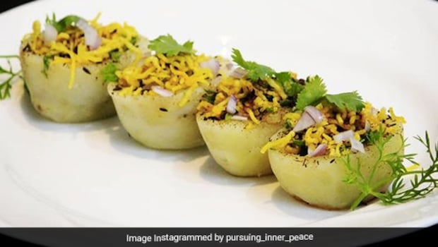Aloo Handi Chaat: This Street-Side Chaat Is A Delicious Medley Of Stuffed Potatoes And Flavourful Spices