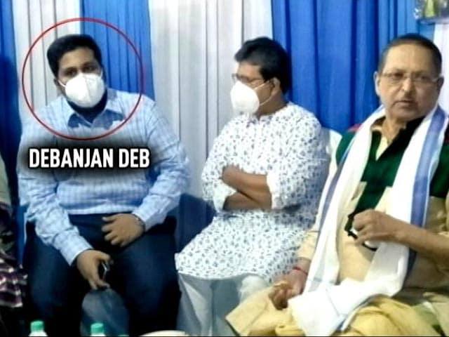 "Video : Kolkata's ""Fake"" Vaccine Drive Accused In Photos With Trinamool Leaders"