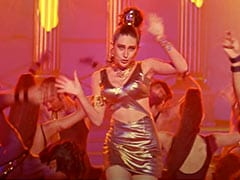 10 Songs Of OG Dancing Queen Karisma Kapoor That Will Set Your Screen On Fire