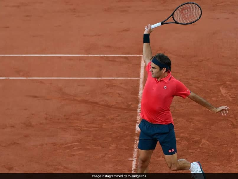 French Open: Andy Murray praised Roger Federer on Twitter, who edged past Dominik Koepfer.