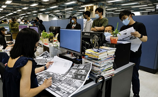 Hong Kong's Apple Daily Signs Off In 'Painful Farewell'