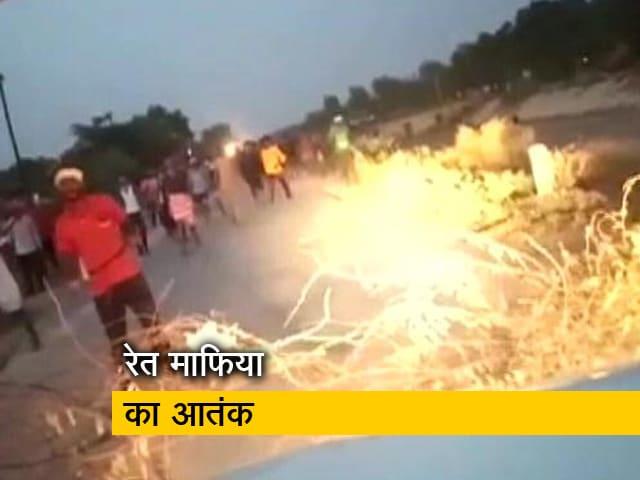 Videos : मुरैना में रेत माफियाओं का आतंक, वन विभाग की टीम पर किया हमला
